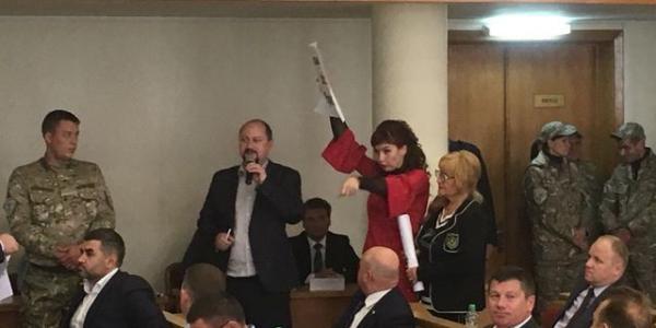 Депутати не захотіли примусити «могильника медицини Середу» скасувати накази про скорочення лікарів-стоматологів