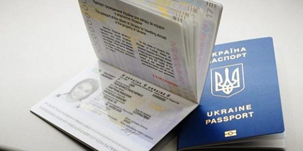 За прогнозами, попит на закордонні паспорти має знизитися вже у другій половині липня – на початку серпня.