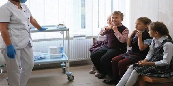 7 педіатрів, 28 медсестер і 15 дієтсестер: школа Кременчука затвердять новий штатний розпис медиків