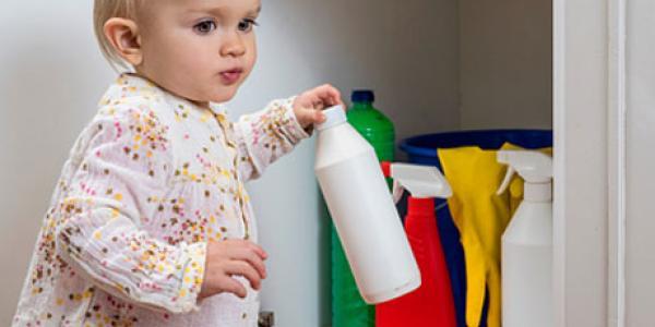 Однорічний кременчужанин отруївся побутовим миючим засобом (доповнено)