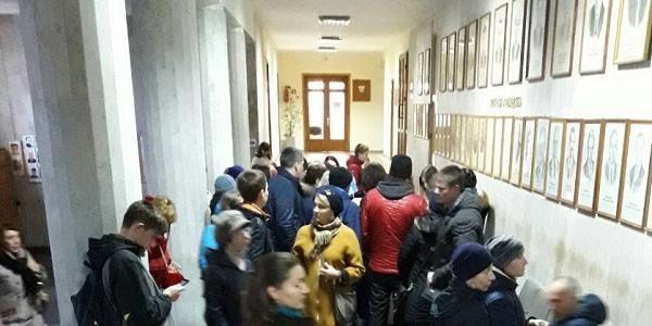 В Кременчугском Центре админуслуг утром по пятницам – «столпотворения»