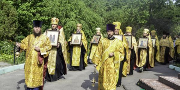 До Кременчука привезли мощі 10 Святих цілителів