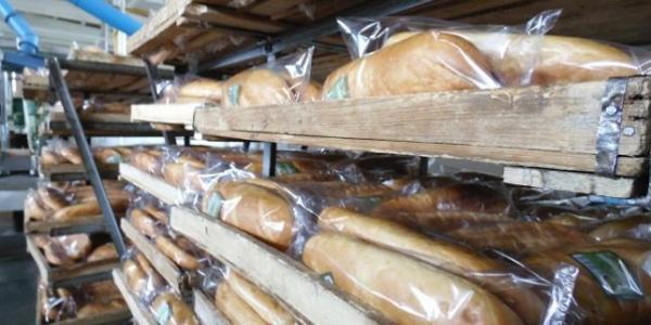 У мерії домовились з працівниками Кременчуцького хлібокомбінату: хліб розвозитимуть по магазинах