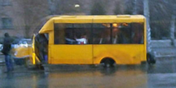 У мікроавтобуса на ходу відпало колесо