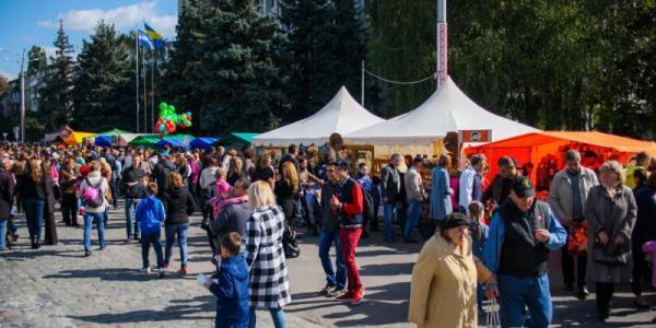 Екскурсії, виставки, майстер-класи, новий рекорд та виступ зірок: Кременчук святкує День міста