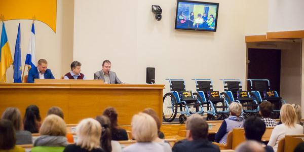 Волонтеры передали кременчугским больницам и терцентрам коляски для людей с инвалидностью