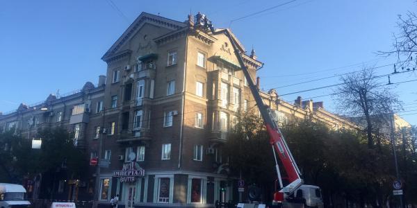 Башенки на историческом здании в центре Кременчуга – демонтируют
