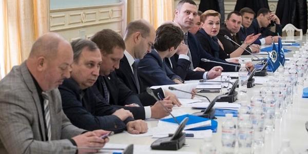 Малецький сьогодні поїхав у Київ не сам, але і не з дружиною