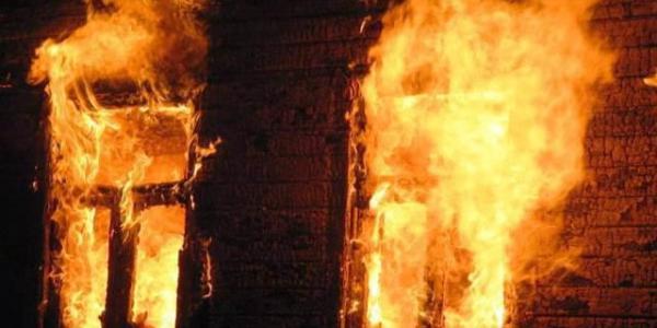 Под Кременчугом загорелся жилой дом: пострадал трехмесячный ребенок и его мама (дополнено)