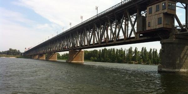 З Крюківського мосту стрибнув чоловік (доповнено)