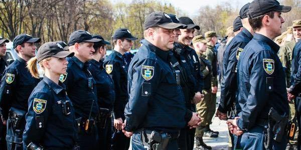 На вулицях міста працюватиме більша кількість нарядів поліції, військовослужбовців Національної гвардії та громадськості.