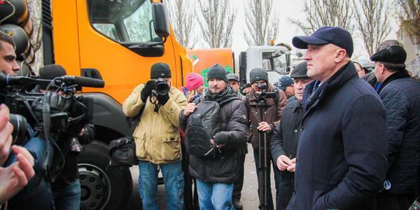 КрАЗи, рециклер, та «Чистий шлях»: що кременчуцькі машинобудівники показали громаді області та губернатору