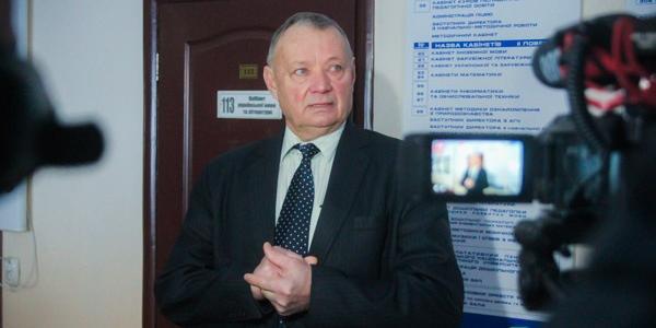 Обласні депутати хочуть аби Верховна Рада преміювала керівника Кременчуцького педколеджу Івана Гальченка