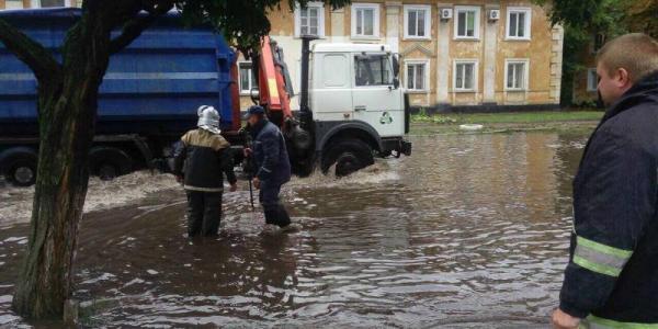 Потоп у Крюкові: комунальники рятують Правобережну частину міста