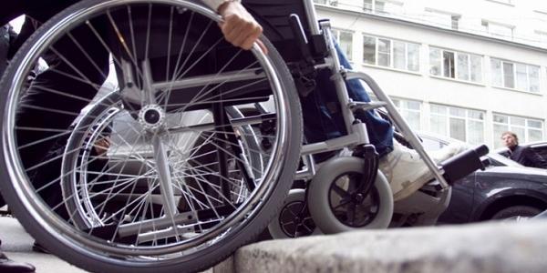 Кременчуцьким чиновникам байдужим до проблем людей з інвалідністю укажуть на вихід