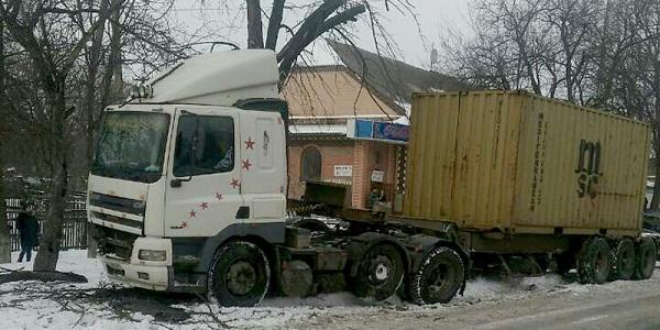 Під колесами власної вантажівки загинув водій