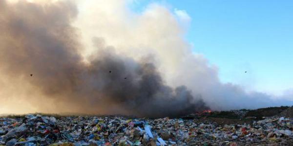 Площі сміття досі горять.