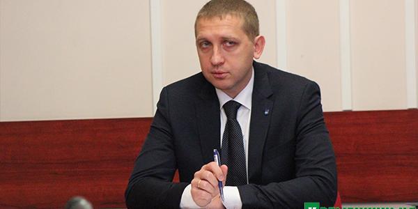 Під вікнами у мера Кременчука працює автосалон,  який не платить за землю