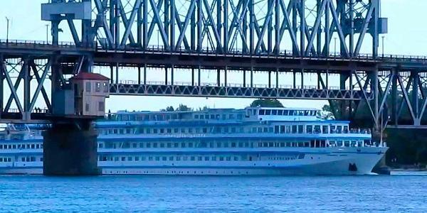Для развития судоходства по Днепру нужно изменить конструкцию Крюковского моста