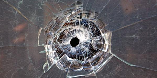 Неизвестный стрелял по окнам многоэтажки