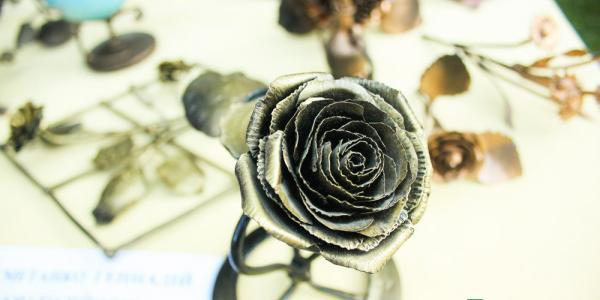 На День міста кременчуцький коваль встановить рекорд із металевою трояндою