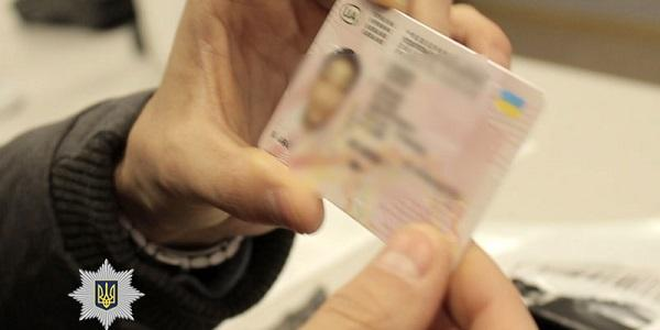 Поліція затримала учасників злочинної групи, які «допомагали» іноземцям легалізувати свій правовий статус