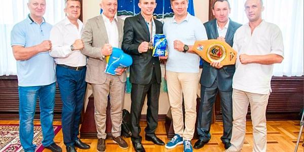 Полтавцю, який став чемпіоном Європи з боксу вручили мільйон гривень