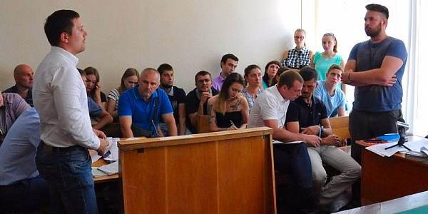 Кременчуцькі «скорпіони» та полтавські АТОвці, що брали участь у кривавих подіях під аркою у Полтаві, дали покази у суді