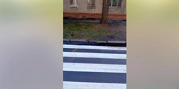 Кременчуцькі комунальники робили-робили і перестаралися: щось не те із дорогою біля школи №18