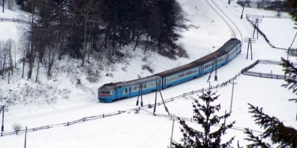На новорічні свята «Укрзалізниця» додала ще потягів у бік Західної України