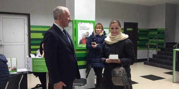 Кременчужанка отримала переказ з Польщі та виграла смартфон