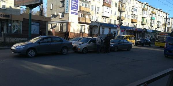 У центрі Кременчука не роз'їхалися три автомобілі