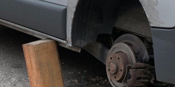 В Кременчуці зловмисники залишили водія без коліс