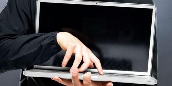 За вихідні у Кременчуці крадії винесли з магазинів півтора десятка ноутбуків