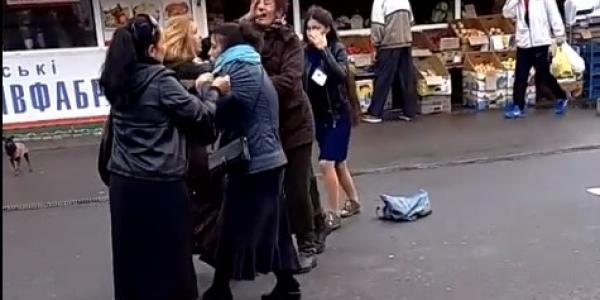 """""""Бійка за горіхи"""" : на """"Аврорі"""" масова жіноча бійка"""