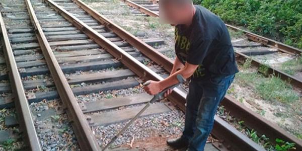 Поліцейські та залізничники попередили залізничну аварію