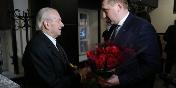 День рождения патриарха кременчугской медицины Феодосия Провизиона: в свои 90 он еще и хорошо танцует