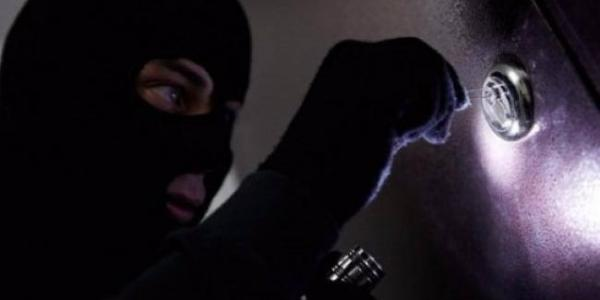 Квартирні злочинці не сплять, користуючись тривалими поїздкамимістян з дому.
