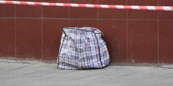 У сумці виявили 11 речей, ззовні схожих на набої калібру 7,62 мм.