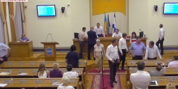 Депутати поообіцяли поіменно розглянути та дослідити позиції кожного із депутатів, хтостворення комісіїне підтримав.