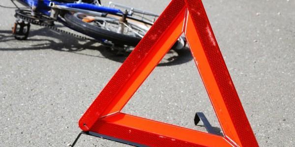 В Крюкові неповнолітній велосипедист потрапив під авто