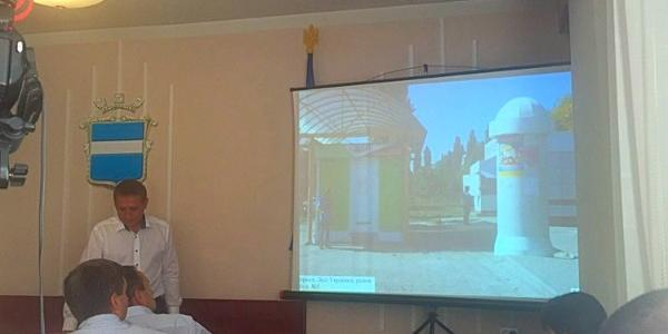 На исполкоме разгорелась дискуссия о формах рекламных тумб, связанных с семьёй первого  вице-мэра Пелипенко