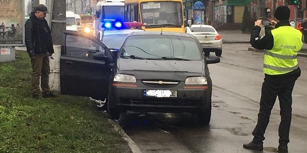 У центрі Кременчука Chevrolet Aveo збив 37-річну жінку
