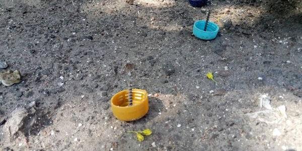 На Молодежном, в районе Авроры, неизвестные подкидывают крышки с гвоздями на дорогу