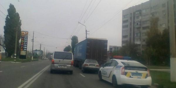 На Молодіжному легковик Daewoo з ходу «заліз» під вантажівку