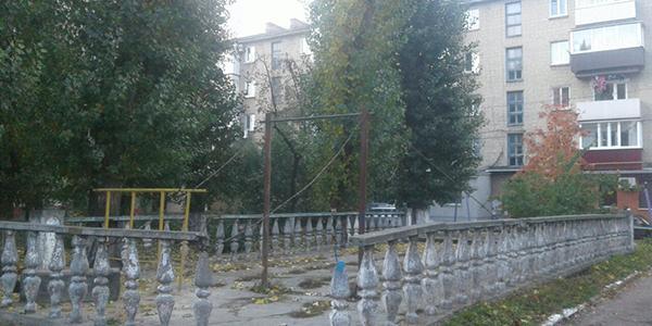 Двір будинку, де проживає віце-мер Усанова, незабаром модернізують та благоустроять