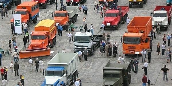 Мэр Малецкий обещает закупить для нужд города КрАЗы