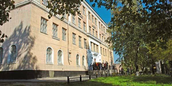 Мультифункціональнийспортивний майданчик зводять на території кременчуцької школи