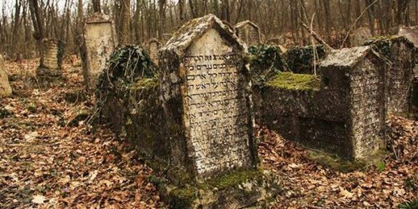 Чи потрібно будувати Меморіально-культовий комплекс на місці старого єврейського кладовища на території колишніх артскладів?