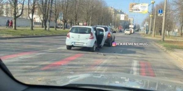 Ранкова ДТП в Кременчуці - на вулиці Вадима Пугачова зіштовхнклись автівки